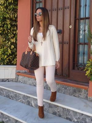 58048e143401 Nádherná súprava vynikne z topánok s hnedými topánkami alebo z béžovej