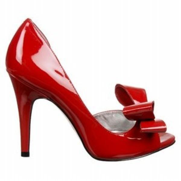 7d2b65c630 Svetlé topánky ozdobia každú ženu módy a určite ju nenechajú bez  povšimnutia. Dôraz na aktuálnu sezónu